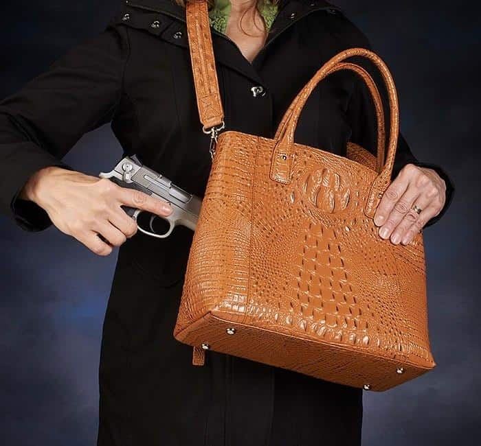 GTM-53 Town Tote 3-D American Debossed Croco Pattern Cowhide Action with Gun